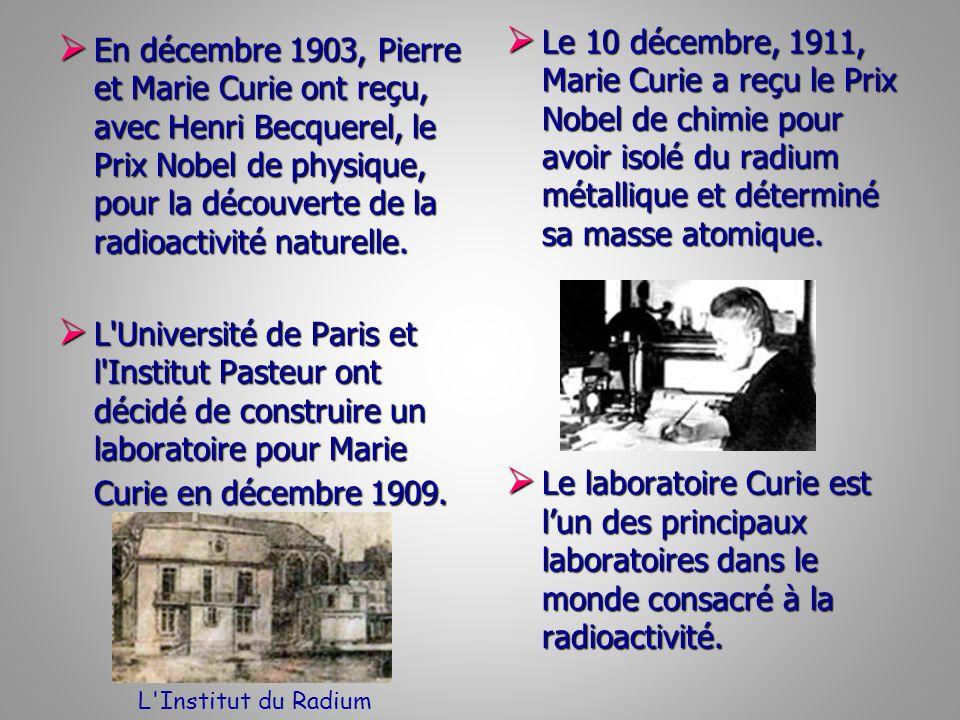 En décembre 1903, Pierre et Marie Curie ont reçu, avec Henri Becquerel, le Prix Nobel de physique, pour la découverte de la radioactivité naturelle. E