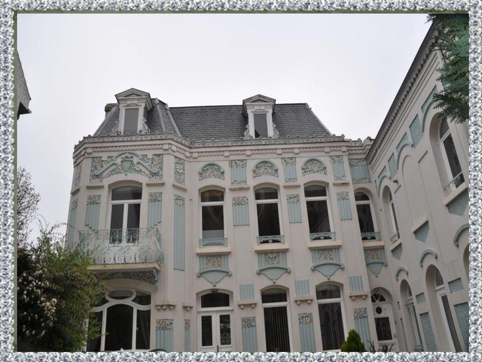 Si Caudry na pas la notoriété historique de ses célèbres villes voisines,Cambrai, Cateau : elle fut néanmoins associée à leur destin. Aux combats et e