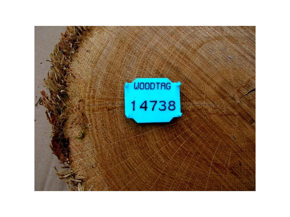 Journée de lInnovation Bois Clelles 29 novembre 2013 La RFID UHF et son fonctionnement La RFID UHF (Radio Fréquence Identification Ultra Haute Fréquence) est : utilisable dans un dispositif informatique, grande simplicité et facilité demploi lisible à distance, à plusieurs mètres selon puissance dun lecteur Principe de fonctionnement : le lecteur à distance (poste fixe ou intégré à un ordinateur de poche portable) envoie de lénergie à la RFID UHF ; celle-ci peut, par sa petite antenne, renvoyer linformation (contenue dans la puce, donc le numéro didentification du bois) au lecteur ( qui, lui, retransmet linformation à un ordinateur central qui exploite toutes les données du billon du bois, diamètre, longueur, cube, qualité etc….)