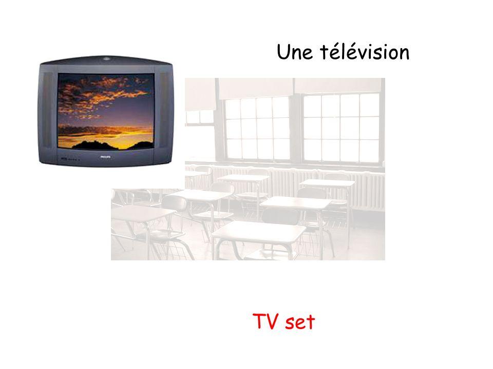 Une télévision TV set