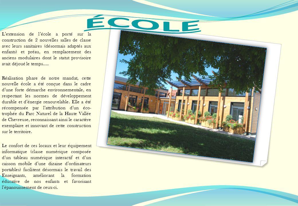 Lextension de lécole a porté sur la construction de 2 nouvelles salles de classe avec leurs sanitaires (désormais adaptés aux enfants) et préau, en re