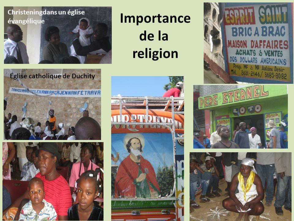 Importance de la religion Christeningdans un église évangélique Eglise catholique de Duchity