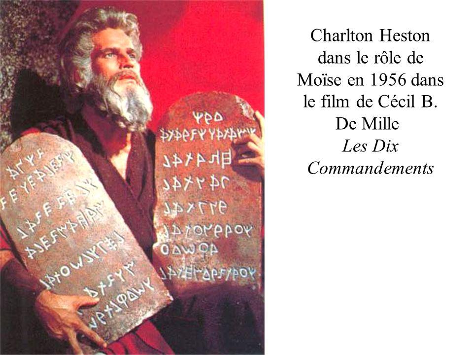 Charlton Heston dans le rôle de Moïse en 1956 dans le film de Cécil B. De Mille Les Dix Commandements