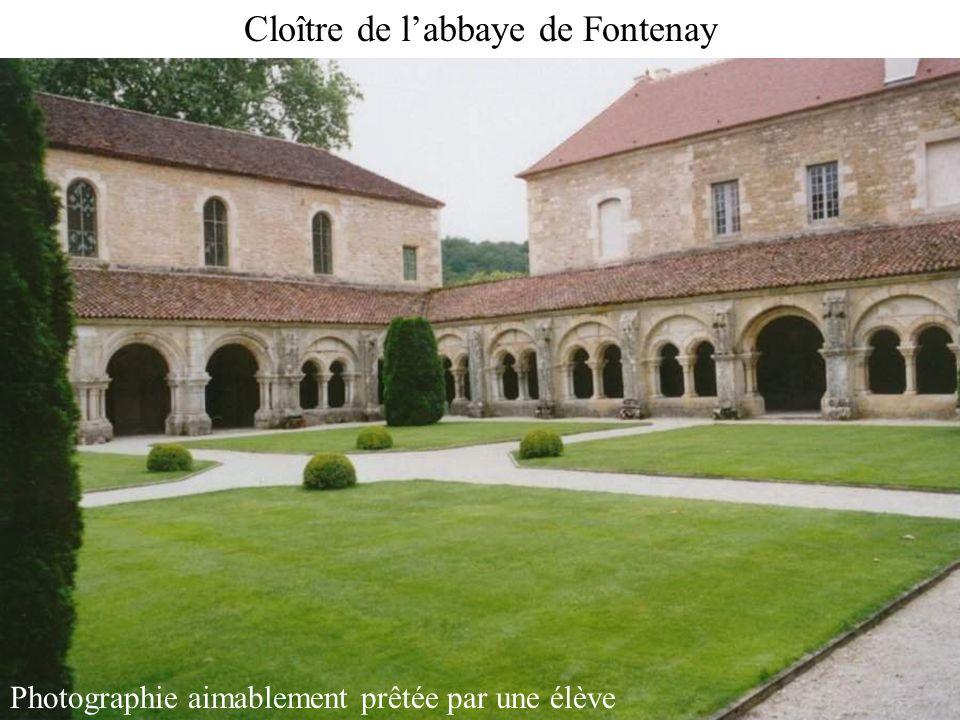 Cloître de labbaye de Fontenay Photographie aimablement prêtée par une élève