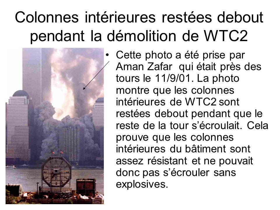 Colonnes intérieures restées debout pendant la démolition de WTC2 Cette photo a été prise par Aman Zafar qui était près des tours le 11/9/01. La photo