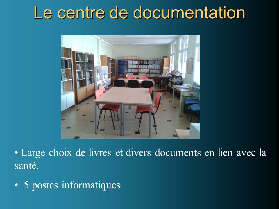 Large choix de livres et divers documents en lien avec la santé. 5 postes informatiques Le centre de documentation