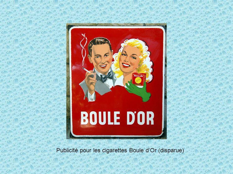 Publicité pour les cigarettes Boule dOr (disparue)
