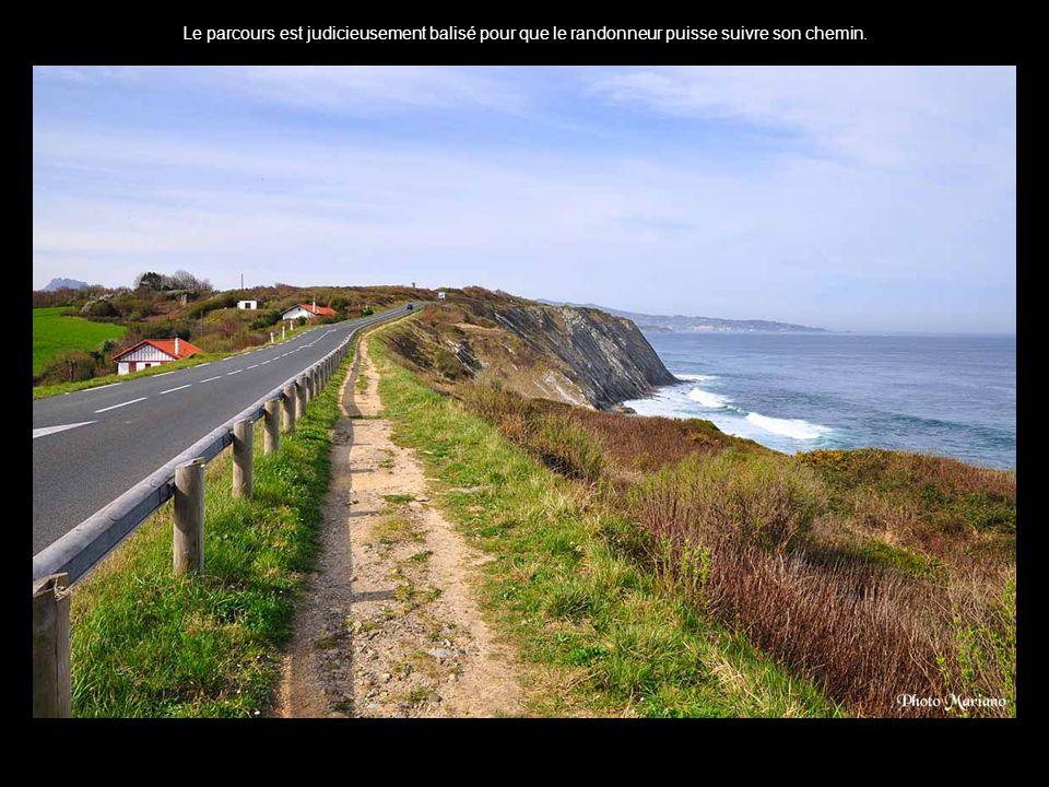 .. Las Peñas de Haya avec ses 3 pics est une des montagnes les plus reconnaissables de la côte Basque: Erroilbide 836m - Txurrumurru 826m et Irumugarr
