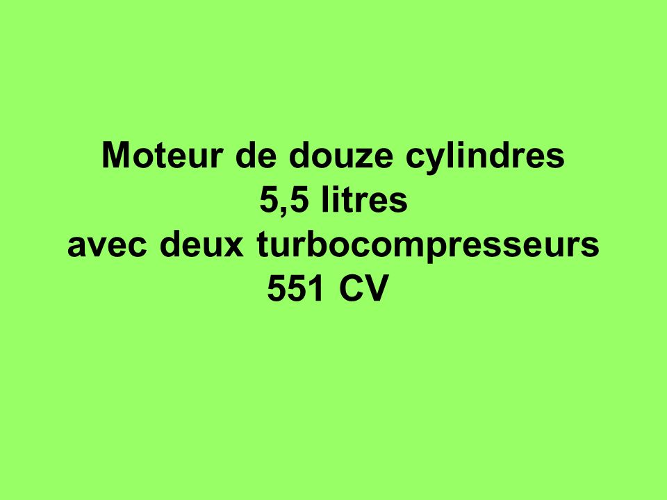 Moteur de douze cylindres 5,5 litres avec deux turbocompresseurs 551 CV
