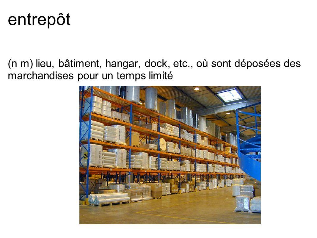 entrepôt (n m) lieu, bâtiment, hangar, dock, etc., où sont déposées des marchandises pour un temps limité
