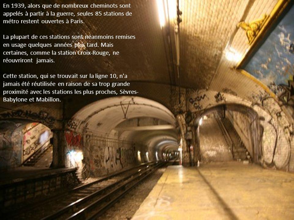 En 1939, alors que de nombreux cheminots sont appelés à partir à la guerre, seules 85 stations de métro restent ouvertes à Paris.