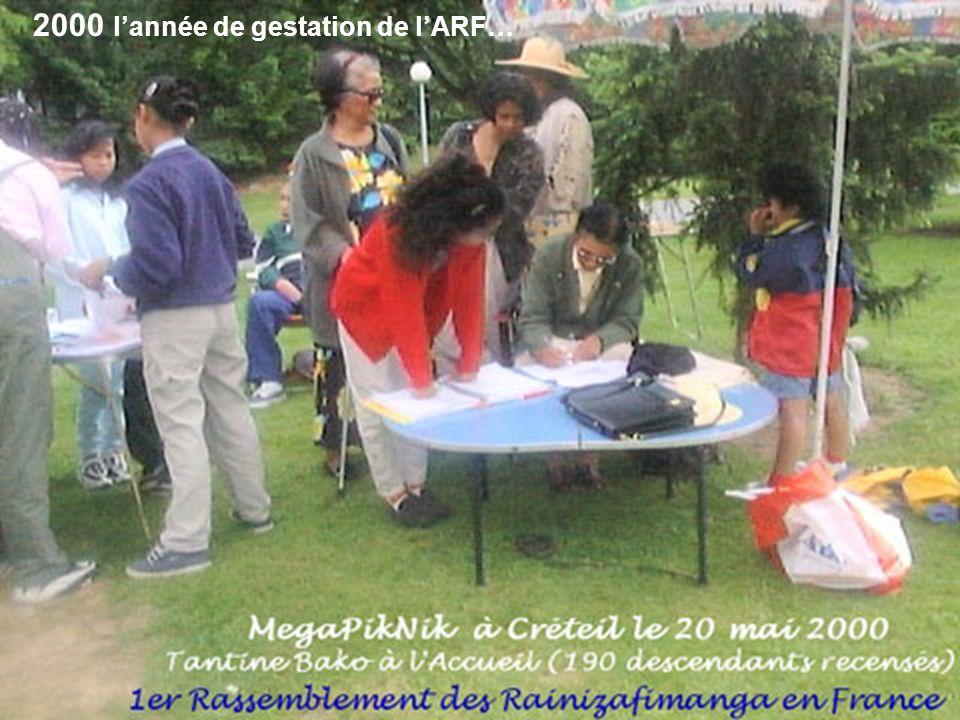 L ARF : DE SA GENÈSE A SON VISAGE D AUJOURD HUI Les premières rencontres Vers la fin de l Année 1999, à l occasion d une collecte de fonds par les descendants de Rainizafimanga- Rasoavelo pour la réalisation du carrelage du 1 er étage de la Cathédrale FJKM d Analakely à Madagascar, le Comité Central du groupe familial Rainizafimanga-Rasoavelo à Madagascar a fait appel à tous les membres.