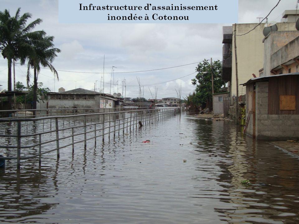 Infrastructure dassainissement inondée à Cotonou