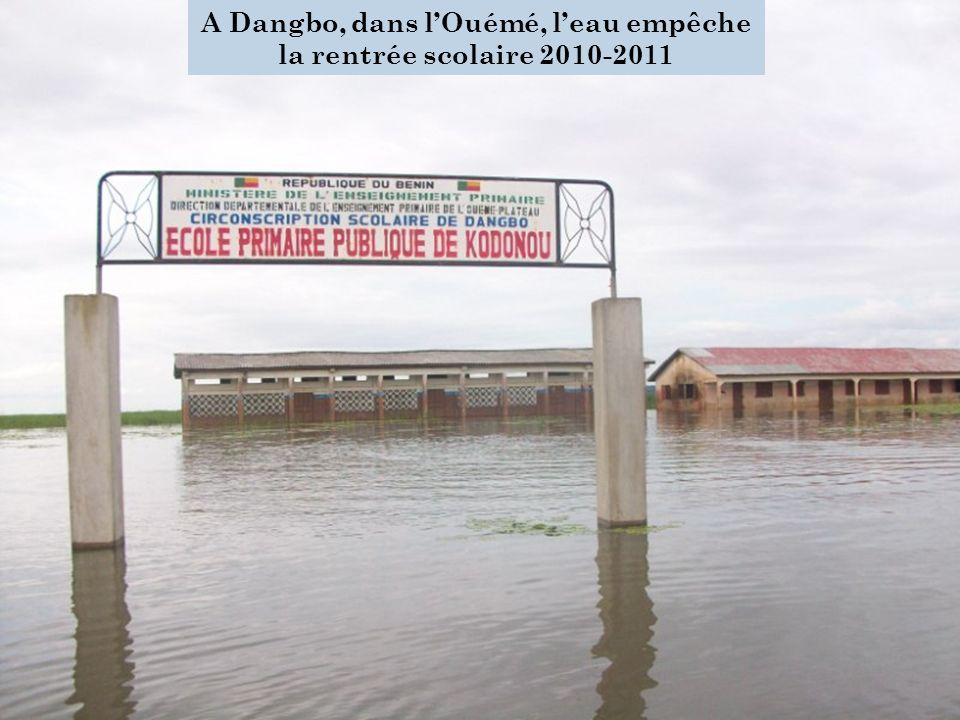 P LAN DE L EXPOSÉ Contexte Estimation des dommages et pertes Impacts macroéconomiques et sociaux Besoin de reconstruction et de relèvement Réduction et gestion des risques dinondation 17