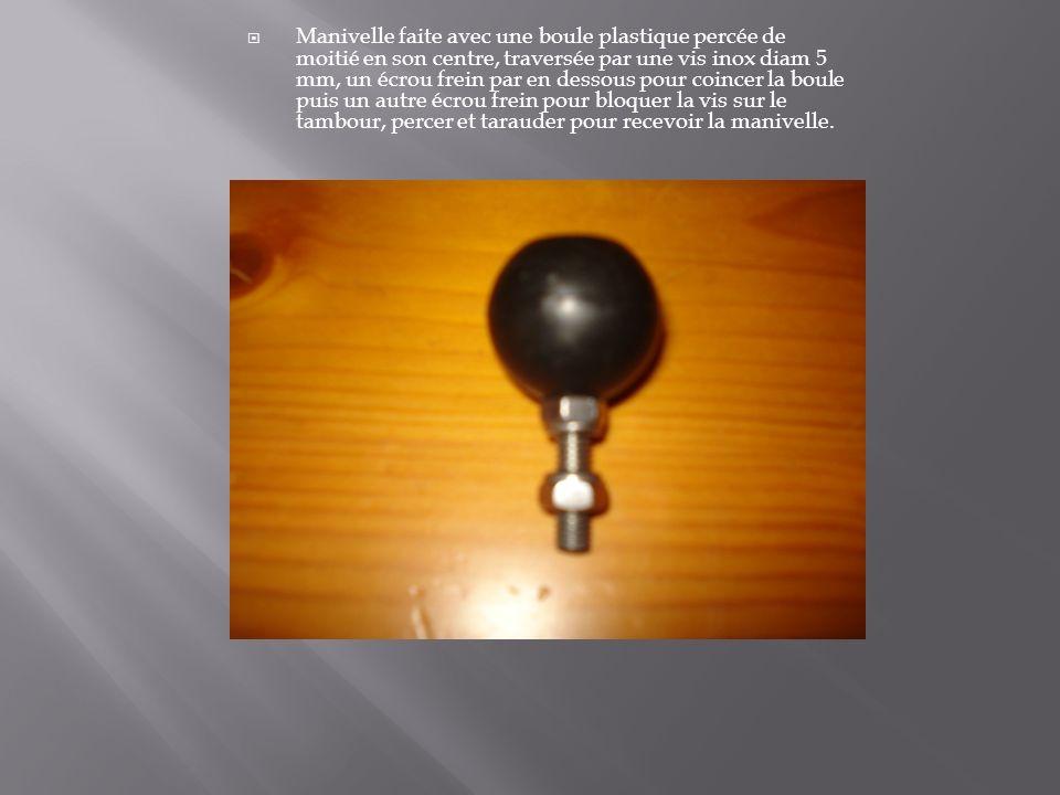 Manivelle faite avec une boule plastique percée de moitié en son centre, traversée par une vis inox diam 5 mm, un écrou frein par en dessous pour coin