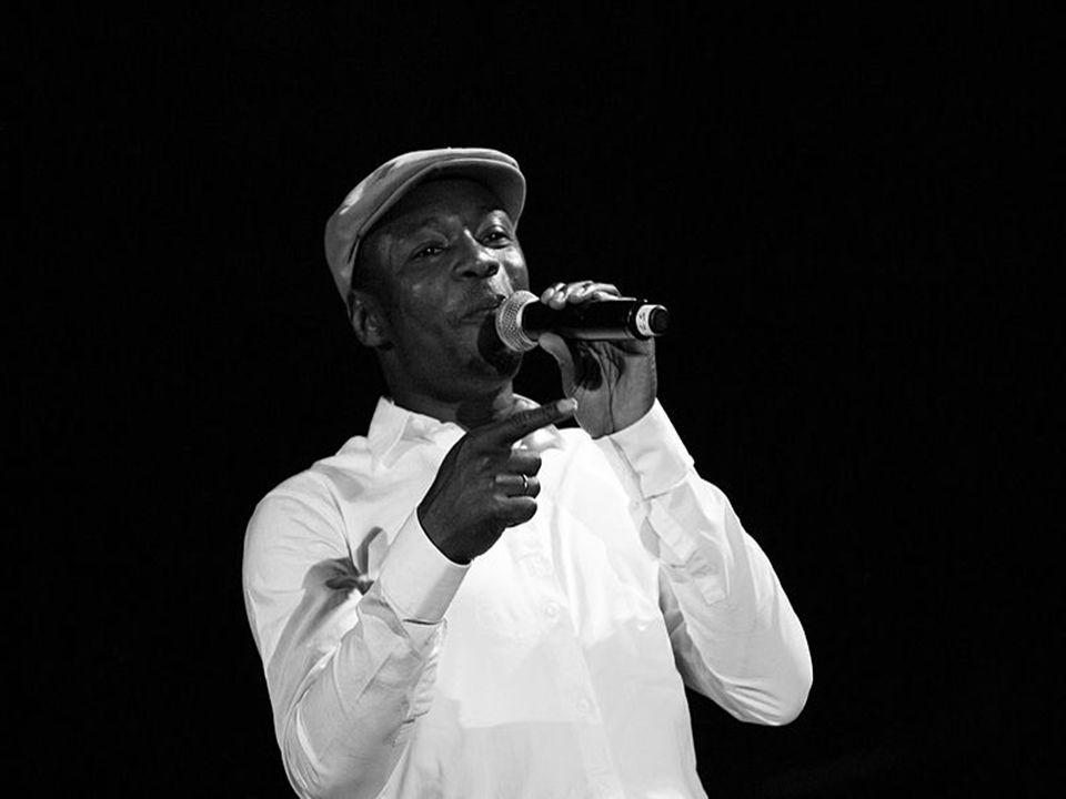 MC SOLAAR Son succès et la qualité littéraire de ses textes sont le fruit d inspirations diverses allant de Serge Gainsbourg (auquel il rend hommage en samplant Bonnie and Clyde sur Nouveau Western), en passant par les musiques africaines (ivoiriennes, maliennes, tchadiennes) sans oublier les classiques noirs américains (Jazz et Rap US).