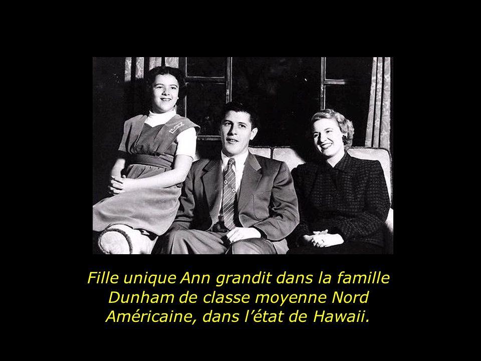 Fille unique Ann grandit dans la famille Dunham de classe moyenne Nord Américaine, dans létat de Hawaii.