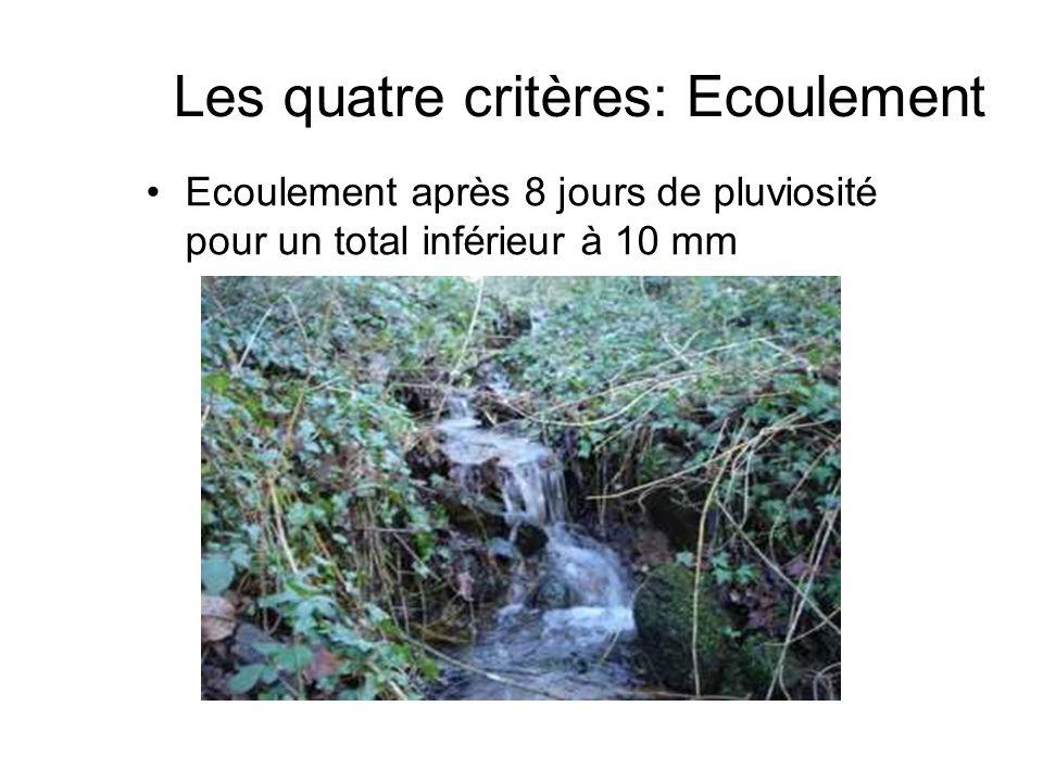 Les quatre critères: Ecoulement Ecoulement après 8 jours de pluviosité pour un total inférieur à 10 mm