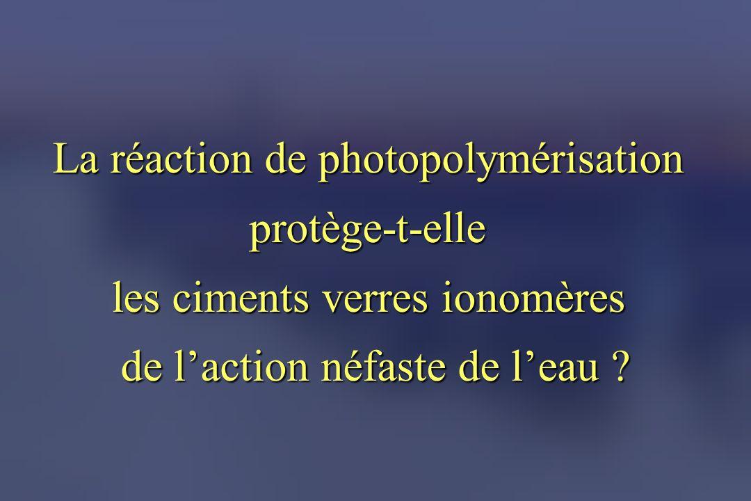 La réaction de photopolymérisation protège-t-elle les ciments verres ionomères de laction néfaste de leau ?