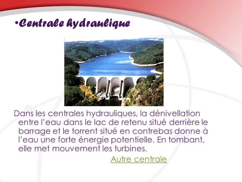 Centrale hydraulique Dans les centrales hydrauliques, la dénivellation entre leau dans le lac de retenu situé derrière le barrage et le torrent situé en contrebas donne à leau une forte énergie potentielle.
