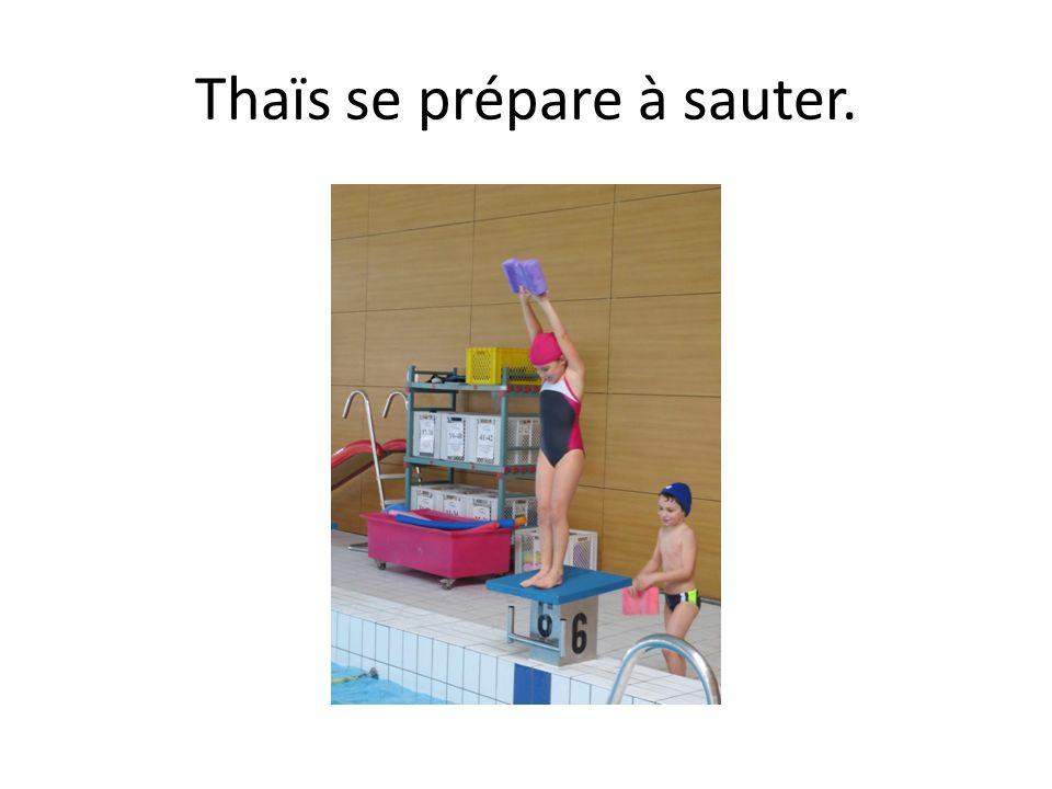 Thaïs se prépare à sauter.