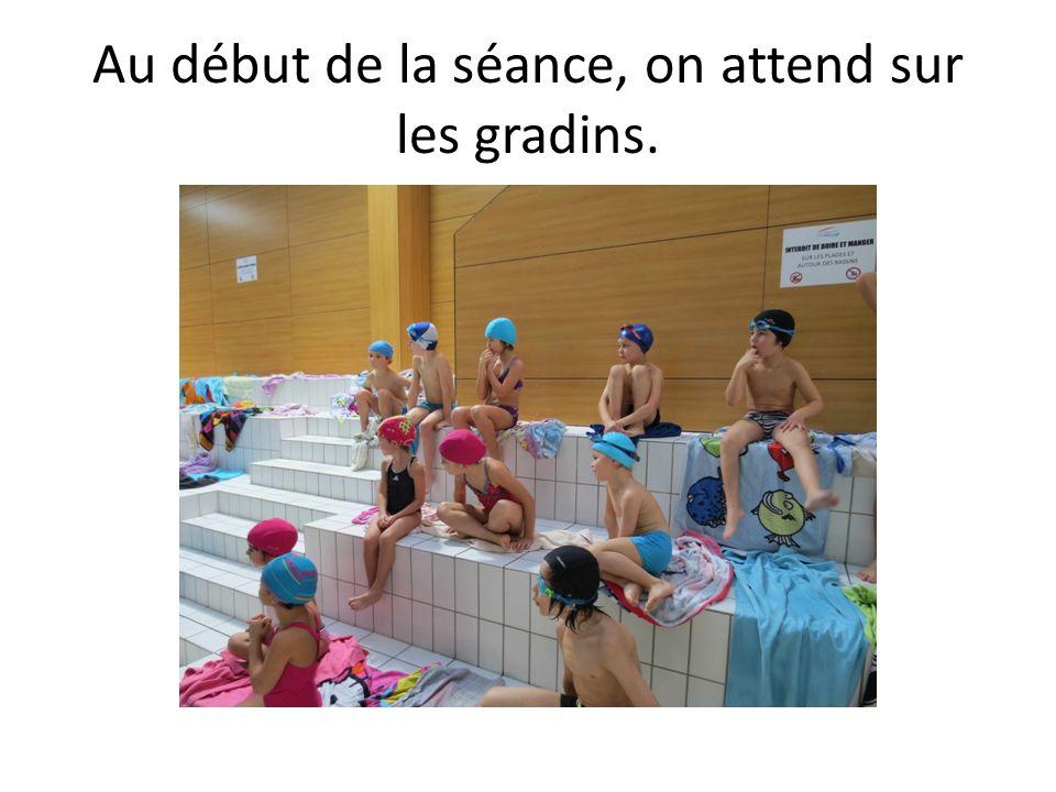 Au début de la séance, on attend sur les gradins.