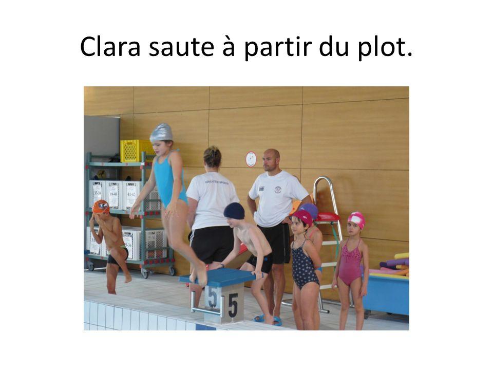 Clara saute à partir du plot.