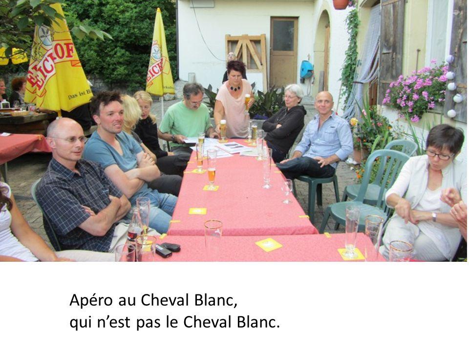 Apéro au Cheval Blanc, qui nest pas le Cheval Blanc.