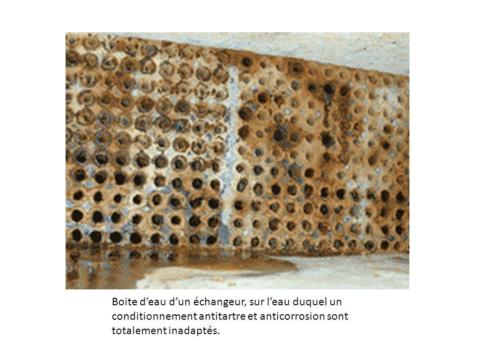 Corrosions sous dépôt dans un circuit de refroidissement après 2 ans de fonctionnement sans aucun traitement de prévention.