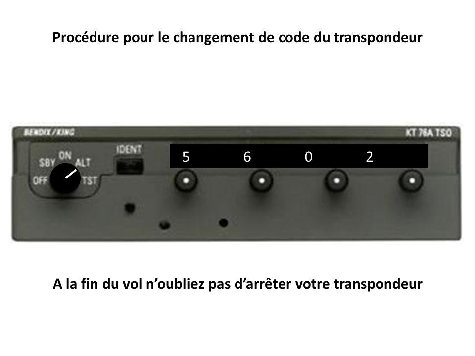 Copie d écran montrant plusieurs appareils transpondant 2000 En donnant aux appareils un code transpondeur unique spécifique, les contrôleurs aériens peuvent facilement voir qui est qui parmi tous les appareils.