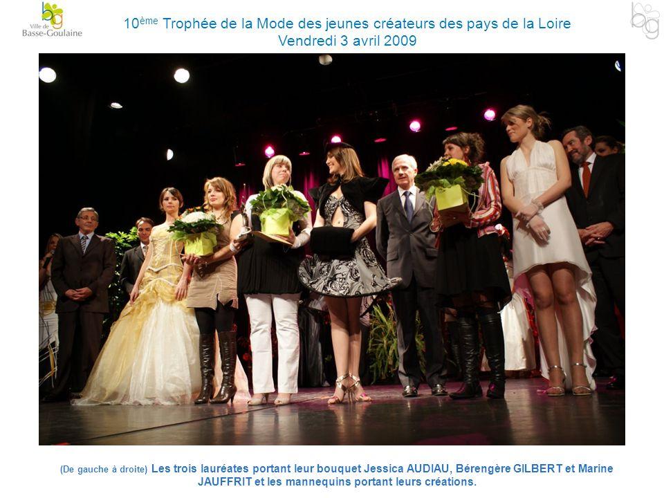 (De gauche à droite) Les trois lauréates portant leur bouquet Jessica AUDIAU, Bérengère GILBERT et Marine JAUFFRIT et les mannequins portant leurs cré