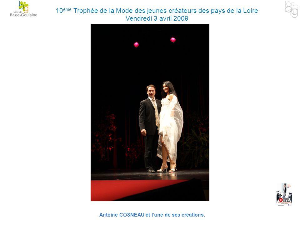 Antoine COSNEAU et lune de ses créations. 10 ème Trophée de la Mode des jeunes créateurs des pays de la Loire Vendredi 3 avril 2009