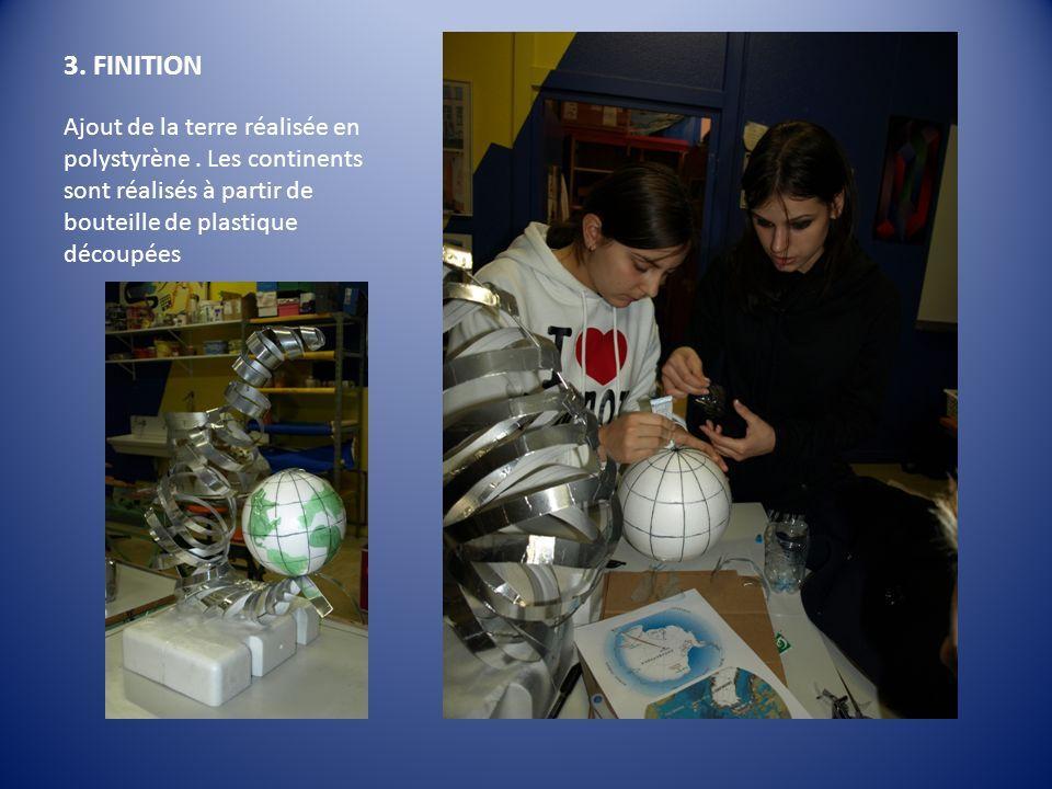 3. FINITION Ajout de la terre réalisée en polystyrène. Les continents sont réalisés à partir de bouteille de plastique découpées