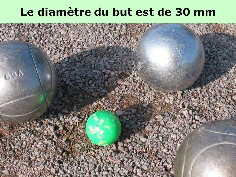 Les boules « demi-tendres »: Considérées comme étant les plus polyvalentes « au tir » comme « au point » sur tous les terrains, elles conjuguent les m