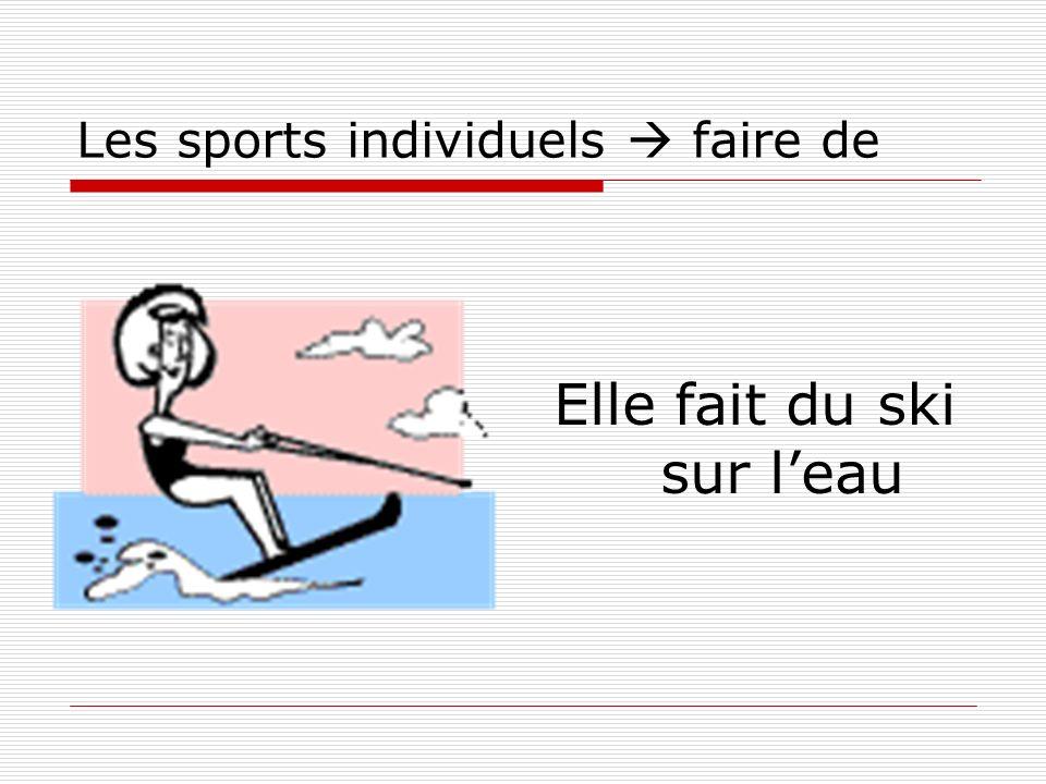 Les sports individuels faire de Elle fait du ski sur leau