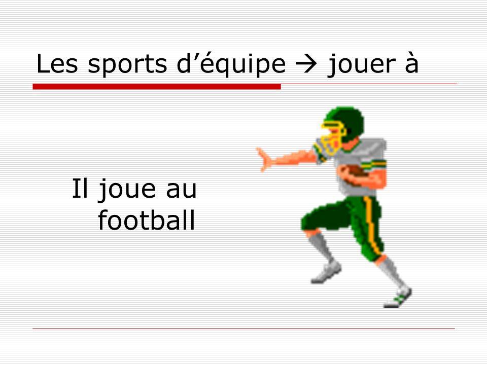 Les sports déquipe jouer à Il joue au football