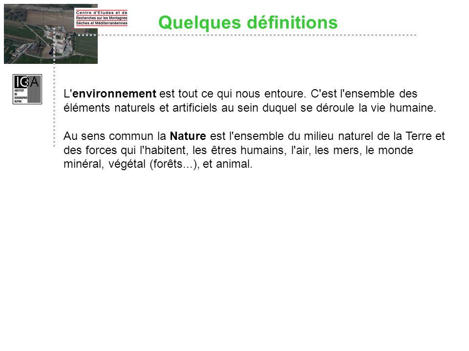 Quelques définitions L'environnement est tout ce qui nous entoure. C'est l'ensemble des éléments naturels et artificiels au sein duquel se déroule la