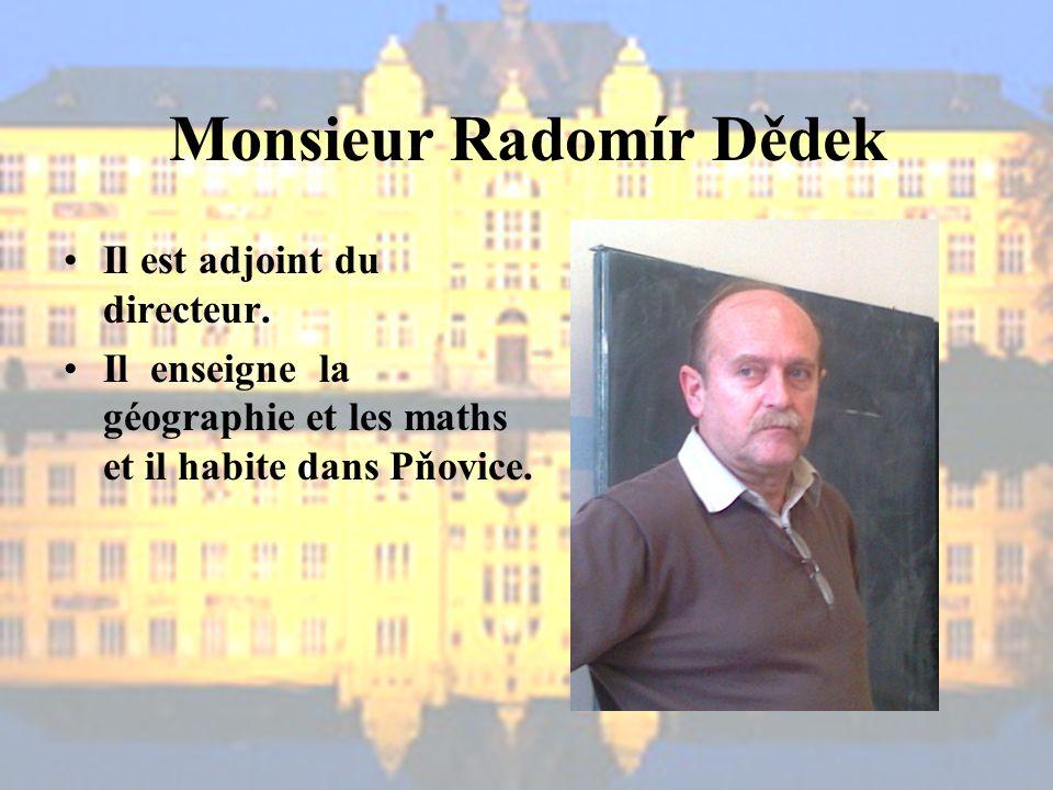Monsieur Radomír Dědek Il est adjoint du directeur.