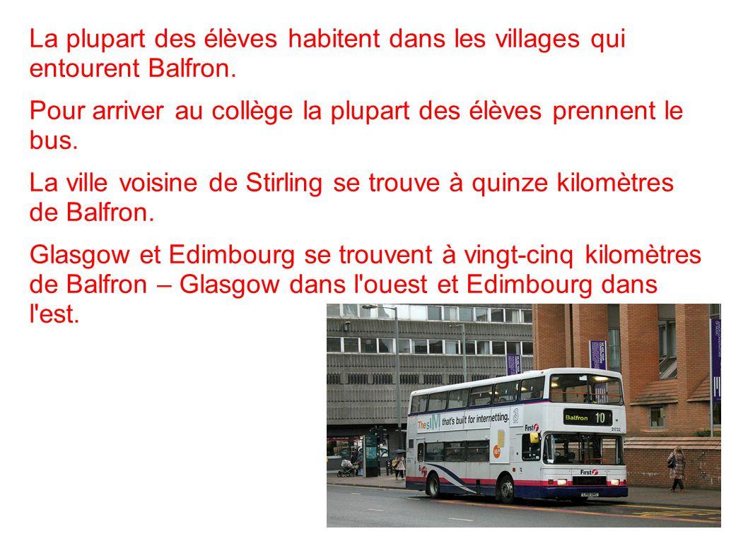 La plupart des élèves habitent dans les villages qui entourent Balfron. Pour arriver au collège la plupart des élèves prennent le bus. La ville voisin