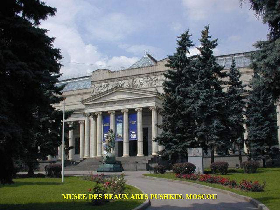 LE BUILDING KOTELNICHESKAYA NABEREINAYA A MOSCOU