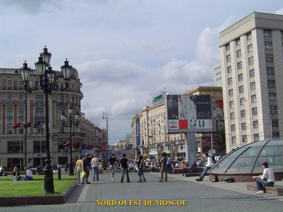 LA RUE TVERSKAYA, UNE RUE IMPORTANTE ET TOURISTIQUE DE MOSCOU