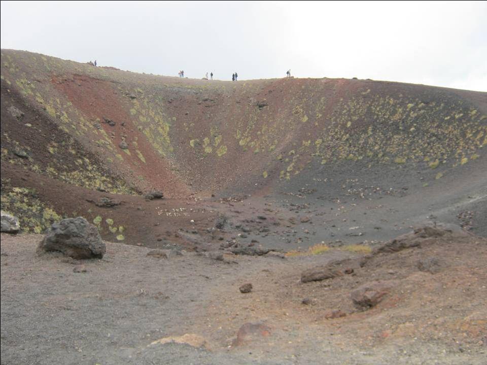Allons donc faire le tour du Mont Silvestri Inférieur (éruption de 1892, altitude 1986 m)