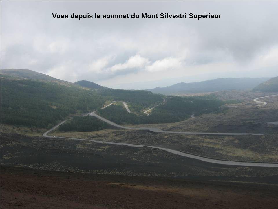 Le Mont Silvestri Inférieur vu depuis le sommet du Mont Silvestri Supérieur