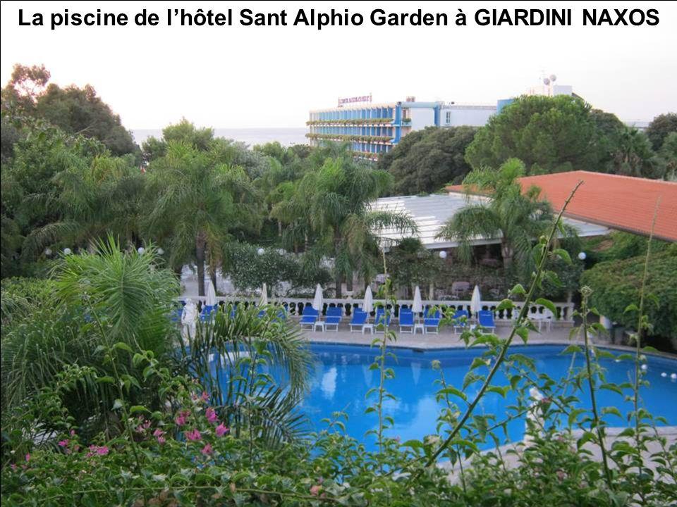 La piscine de lhôtel Sant Alphio Garden à GIARDINI NAXOS