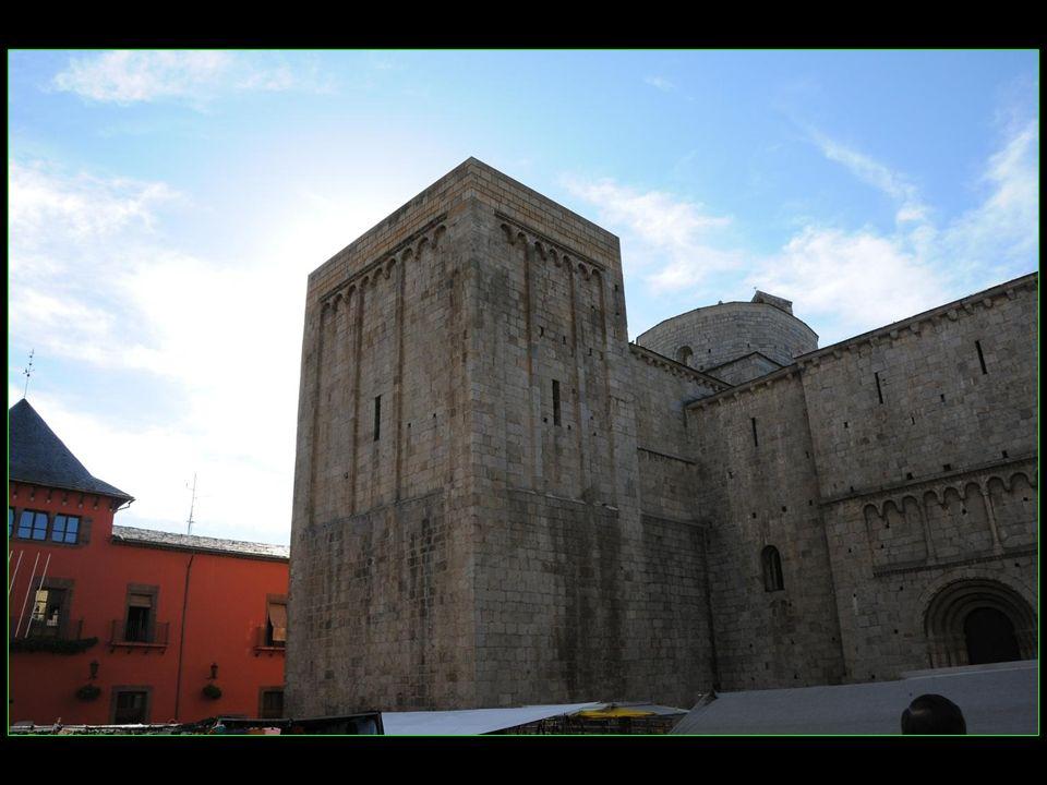 Monastère et cathédrale Santa Maria du XII me siècle