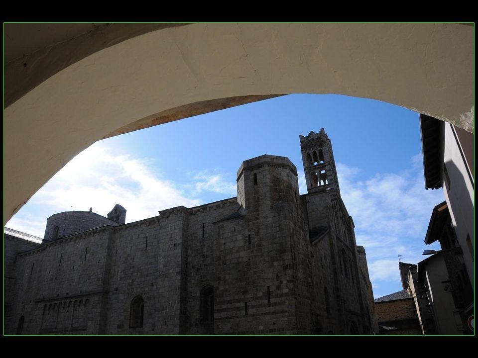 Cest la cathédrale qui a donné son nom à la ville dUrgell, appelée ensuite La Seu dUrgell qui signifie le siège de lévêché