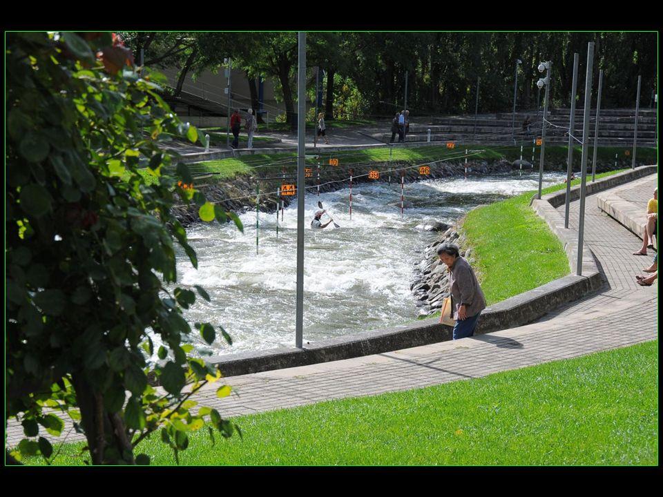 Vous pouvez pratiquer les sports nautiques dans les installations du Parc olympique du Cègre qui avait accueilli la compétition de canoë-kayak aux Jeu