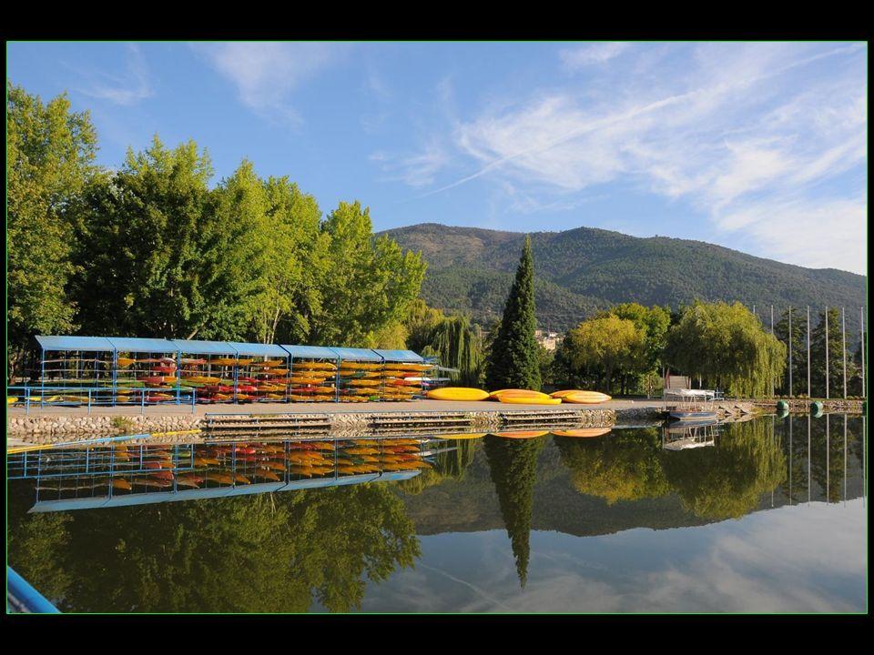 Vous pouvez pratiquer les sports nautiques dans les installations du Parc olympique du Cègre qui avait accueilli la compétition de canoë-kayak aux Jeux Olympiques de Barcelone en 1992