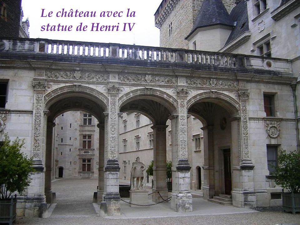 Tour de la monnaie doit son nom à Henri II dAlbret qui en 1554 en fait un atelier monétaire