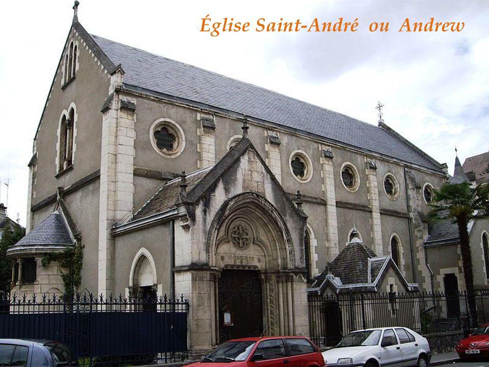 La chapelle du couvent des réparatrices devenu école de musique La chapelle du château